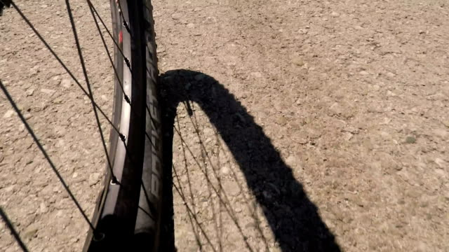 fahrrad fahren, b-roll. point of view - b rolle stock-videos und b-roll-filmmaterial