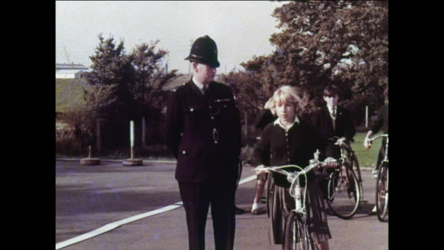 MONTAGE Bicyclists pass the bike test / UK