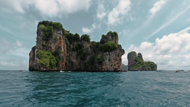 bida nok and bida nai, phi phi islands boat journey point of view - eco tourism stock videos & royalty-free footage
