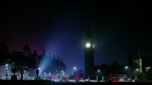 Big Ben and House of Parliament in early morning fog, London, UK
