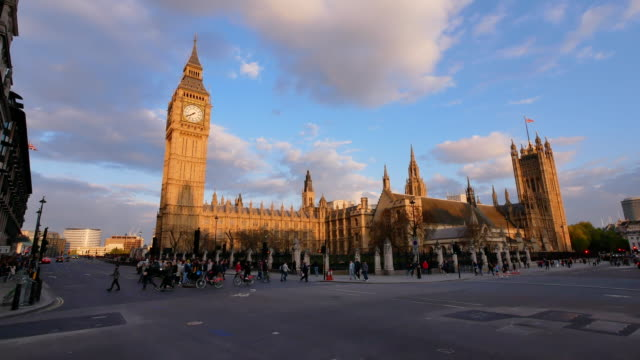 4k big ben und westminster abbey in london, großbritannien - palace stock-videos und b-roll-filmmaterial