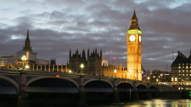 vídeos de stock e filmes b-roll de big ben and westminster bridge in london. - big ben