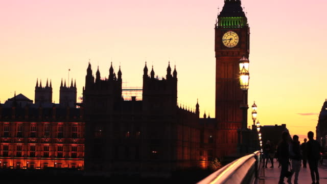 big ben and westminster bridge - wahrzeichen stock videos & royalty-free footage