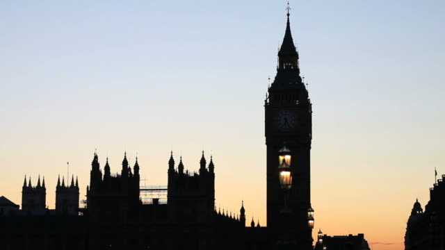 t/l big ben and westminster palace in the backlit - wahrzeichen stock videos & royalty-free footage