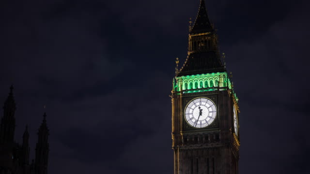 zeitraffer: uhrturm big ben, london - turmuhr stock-videos und b-roll-filmmaterial