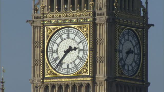 big ben displays the time in london, england. - big ben stock-videos und b-roll-filmmaterial