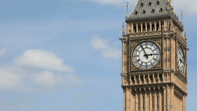 vídeos de stock, filmes e b-roll de big ben, london, uk - time lapse. - big ben