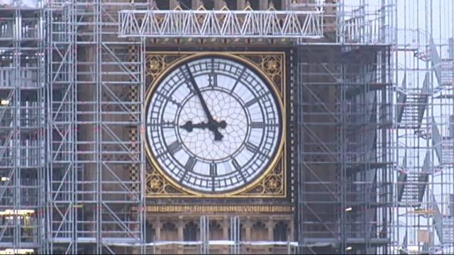 stockvideo's en b-roll-footage met bell reconnected ahead of remembrance sunday england london westminster houses of parliament ext wide of big ben clock face on elizabeth tower... - steiger bouwapparatuur