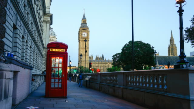 Telefonzelle, 4 K Big Ben und Westminster Abbey in London, Großbritannien