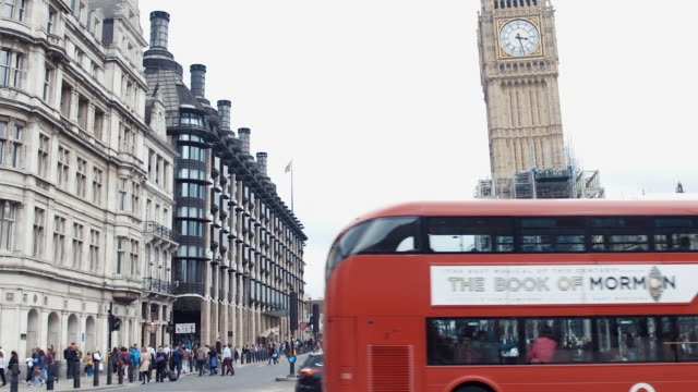 big ben (slow motion) - autobus a due piani video stock e b–roll