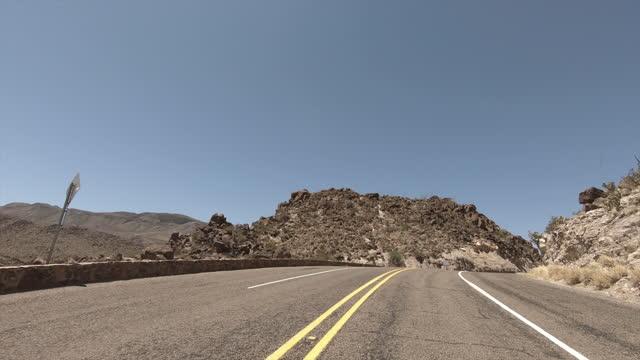big bend nationalpark: wüstenstraße: west texas - land stock-videos und b-roll-filmmaterial