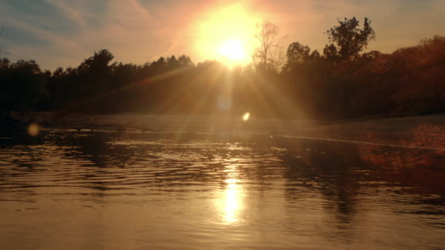 big black river at sunset, mississippi - ミシシッピ川点の映像素材/bロール