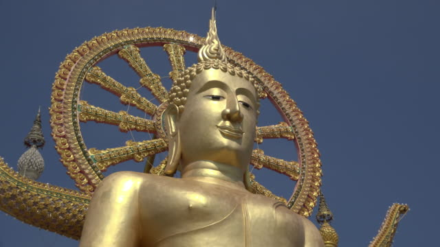 zo / big buddha statue at wat phra yai temple - ko samui stock videos & royalty-free footage