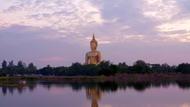 grande statua del buddha - buddha video stock e b–roll