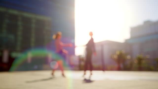 stockvideo's en b-roll-footage met grote stad met groot zakelijk talent - concentratie