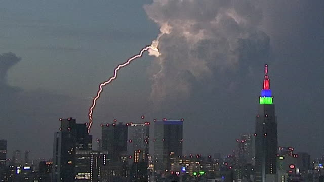 a big cumulonimbus cloud came to near north of tokyo on august 26th evening a big cumulonimbus cloud and lightnings are visible from tokyo skytree... - nah stock-videos und b-roll-filmmaterial