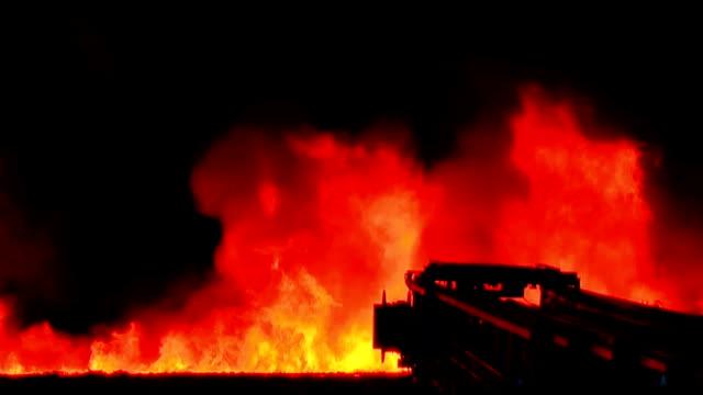 grande fuoco - incendio video stock e b–roll
