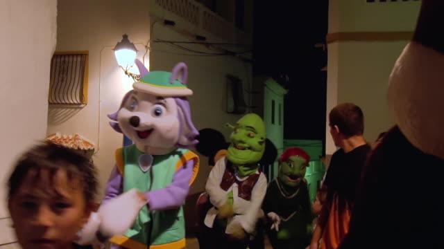 "big heads parade, cabezudos, during romeria festival in spain. cabezudos, ""big head"", is a parade of homemade papier-mâché or cardboard figures of... - papier stock videos & royalty-free footage"