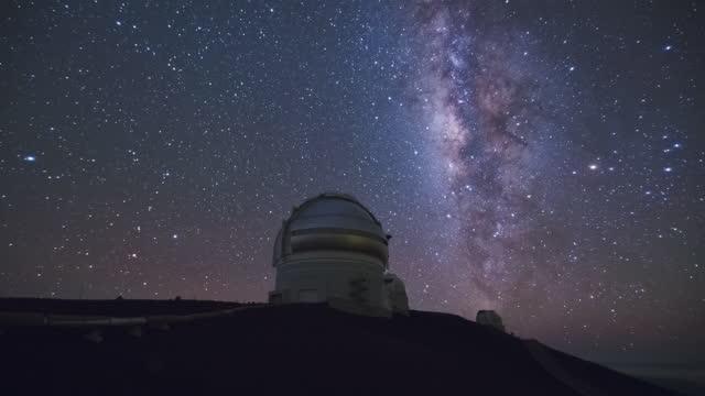 vidéos et rushes de big island - night sky in mauna kea observatory at mauna kea mountain / hawaii, united states - observatoire