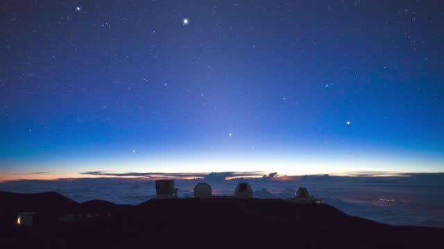 big island - sunset and night sky in mauna kea observatory at mauna kea mountain / hawaii, united states - optical equipment stock videos & royalty-free footage