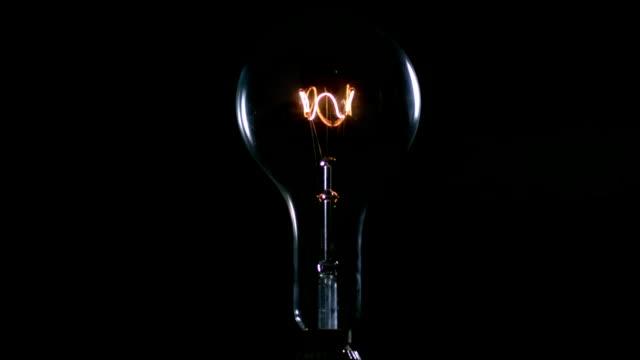vidéos et rushes de grand feu-ampoule - ampoule électrique