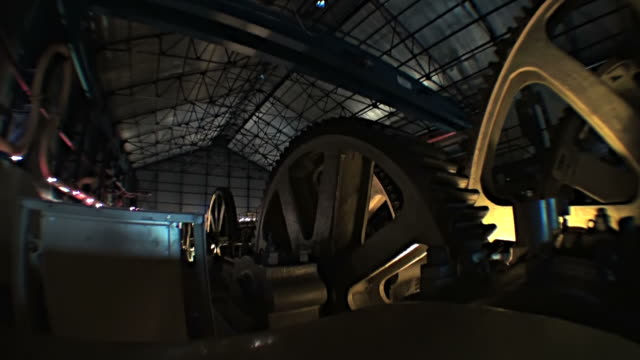 stockvideo's en b-roll-footage met big mechanism with huge spinning gears of old sugar refinery - tandrad