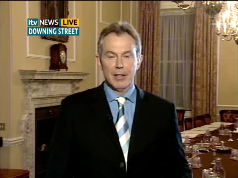 vídeos de stock, filmes e b-roll de tony blair interviewed on efforts to combat climate change; antarctica: ext tony blair mp live 2-way interview from downing street sot - i think it's... - publicação