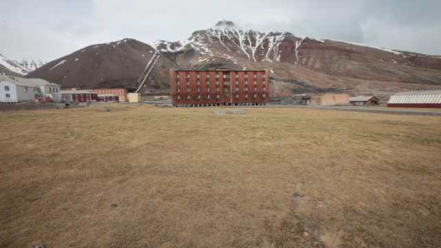 a big old building in the village of pyramiden, an abandoned russian settlement and coal mining community on the archipelago of svalbard, norway - 1927 stock videos & royalty-free footage