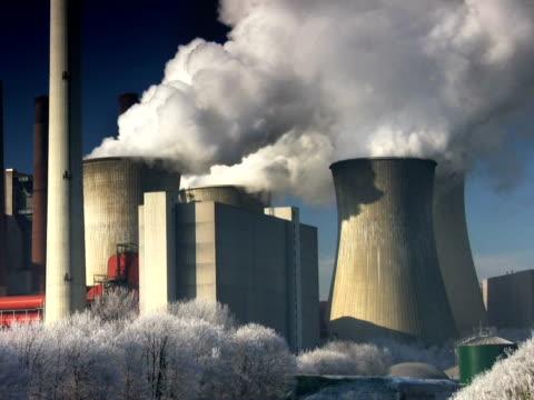 vidéos et rushes de pal : grosse centrale électrique - répandre