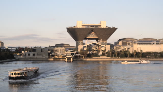 big sight exhibition centre with sightseeing boats, tokyo, japan - passenger craft stock videos & royalty-free footage
