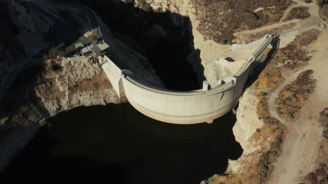 大きなリトルタジャンガキャニオン ダム空中ドローン ショット - エンジェルス国有林点の映像素材/bロール