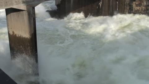 stockvideo's en b-roll-footage met big waterfall - dam mens gemaakte bouwwerken