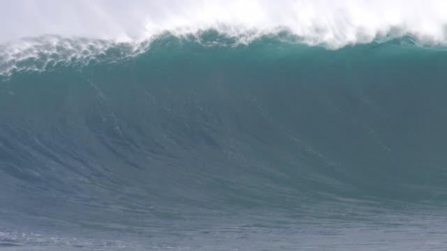 big wave surfing - pacific ocean stock videos & royalty-free footage