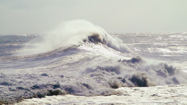big waves breaking after a storm - orizzonte sull'acqua video stock e b–roll
