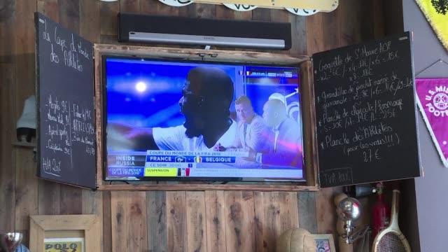 vídeos y material grabado en eventos de stock de bigger beer keg delivery and more servers on hand: in paris bars prepare for an influx of fans eager to watch the world cup semi-final between france... - ronda de semifinales