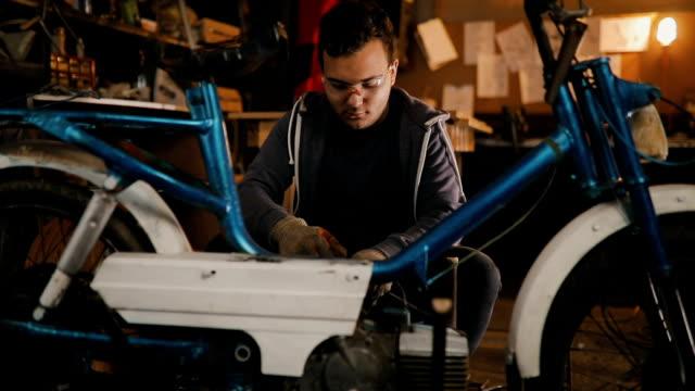fahrrad ist sein leben - untersuchen stock-videos und b-roll-filmmaterial