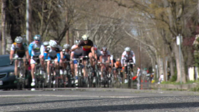 bike racers enter left turn - audio available stock videos & royalty-free footage