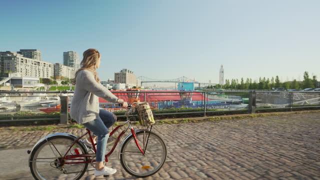 stockvideo's en b-roll-footage met fietstocht in montreal. - montréal