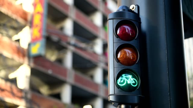 bike signal - semaforo video stock e b–roll