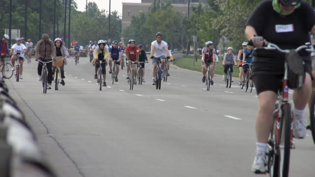 ws bike traffic on lake shore drive in chicago on summer morning during community cycling event / chicago, illinois, usa - cycling event stock videos & royalty-free footage