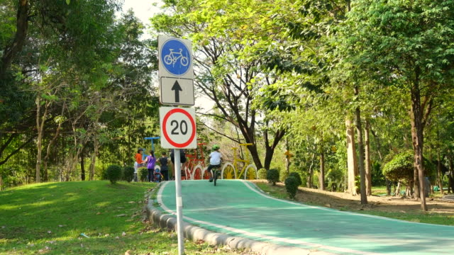 biker and sign control speed limit 20 km per hour at chatuchak park. - footpath stock videos & royalty-free footage