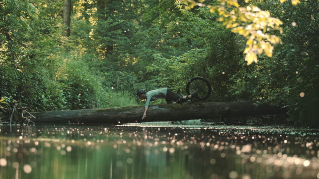super slo mo mtb biker falling into a stream - crash stock videos & royalty-free footage