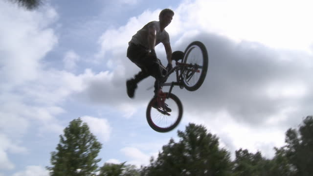 SLO MO WS BMX biker jumping over hill and crashing / Jacksonville, Florida, USA
