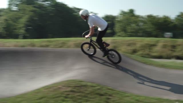bmxバイカー - スタントバイク点の映像素材/bロール