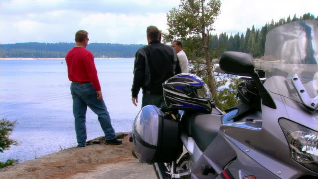 ws bikers greeting each other + talking near shaver lake in sierra national forest / fresno county, california, usa - バイカー点の映像素材/bロール