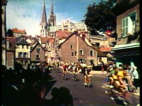 1953 ws ms bikers ride in the tour de france / france / audio - ツール・ド・フランス点の映像素材/bロール