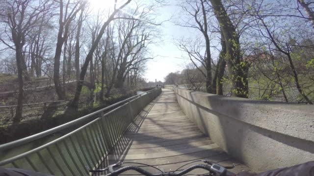 vídeos de stock e filmes b-roll de biking16 - guiador