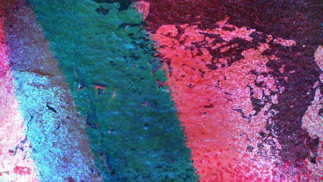 vídeos de stock e filmes b-roll de fundo colorido: o bilateral (loop - grafite produto artístico