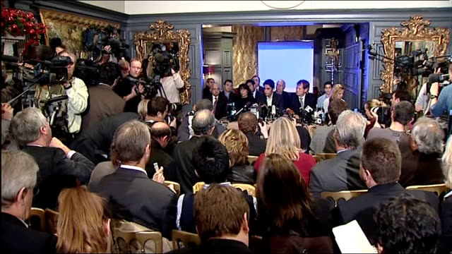 vídeos y material grabado en eventos de stock de bilawal bhutto zardari press conference; bilawal bhutto zaradi takes questions from reporters about his mother's assassination and how they had... - jeremy paxman