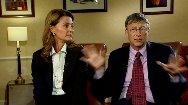 vídeos y material grabado en eventos de stock de bill and melinda gates interview; bill and melinda gates interview sot - [melinda] red nose day in britain / what people get out of giving - [bill]... - red nose day